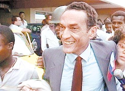 SUR HAITI TOUT ENTIERE IL EST SEPT HEURES! POUR JEAN DMINIQUE ASSASSINE LE 3 AVRIL 2000