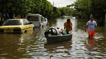 Tội nào đã làm hàng trăm nghìn người đón Giáng sinh trong lũ lụt tại Mỹ Latinh?