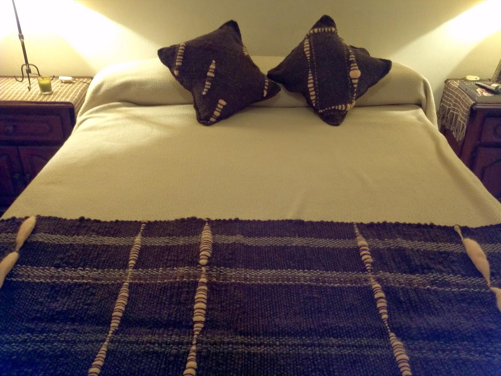 Lola telares manta pie de cama con almohadones - Pie de cama ...
