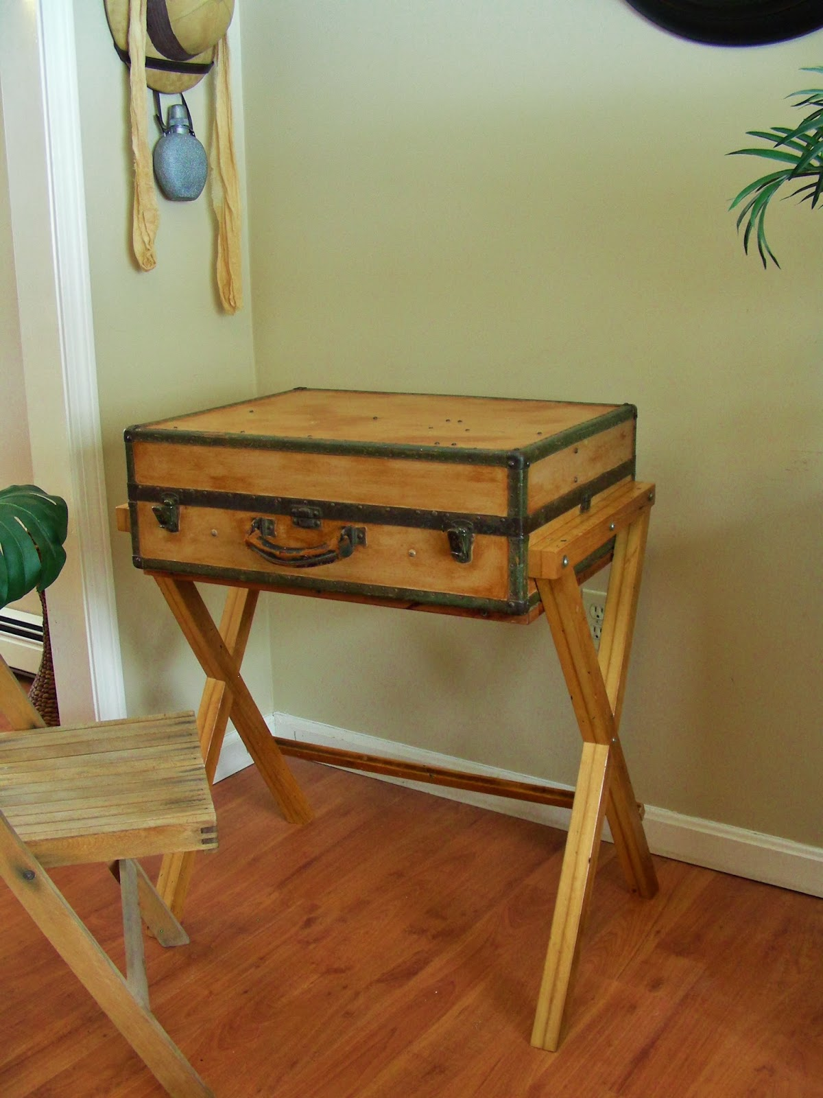 Upcycled & Repurposed Stuff: Extreme Upcycle: The Suitcase Desk. Full resolution  photograph, nominally Width 1200 Height 1600 pixels, photograph with #80411A.