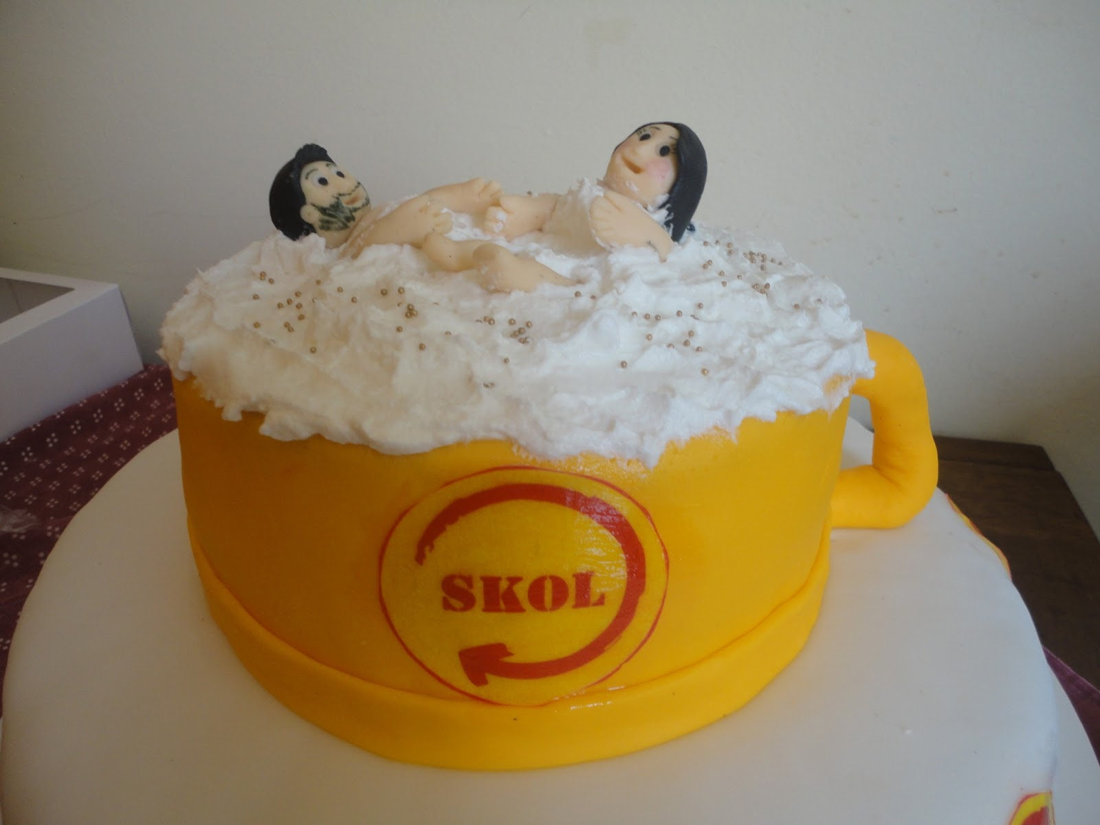 Suficiente Cake Feelings: Bolo cerveja Skol! TC37