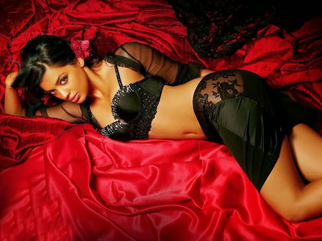 ndian Actress Mugdha Godse Hot Photos, Mugdha Godse Spicy Pics