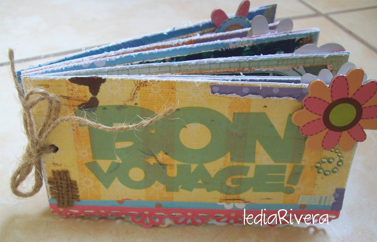 Mini albumes mini album bon voyage for Adornos para paginas