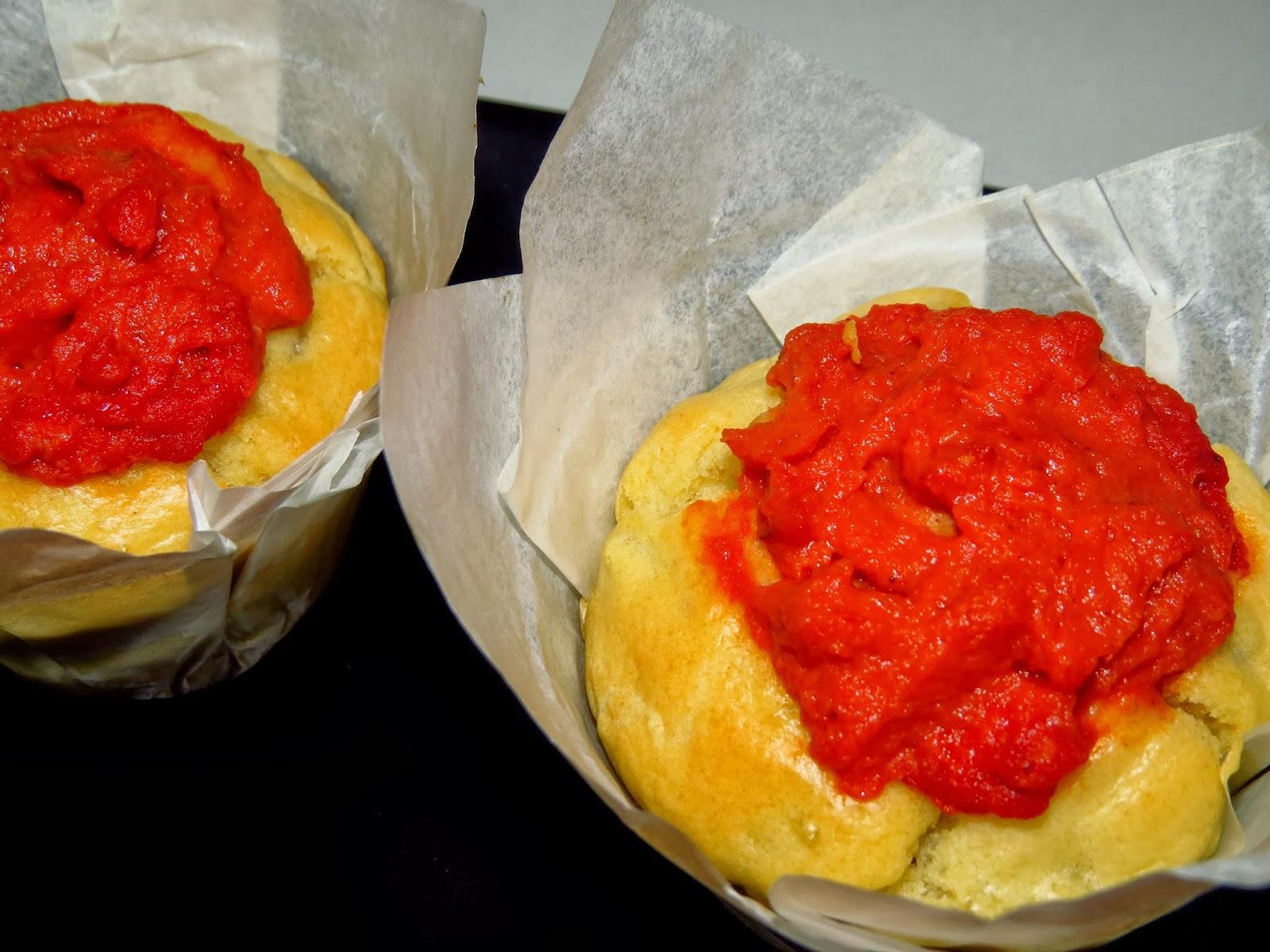 Magdalenas de tortilla de patatas con salsa brava