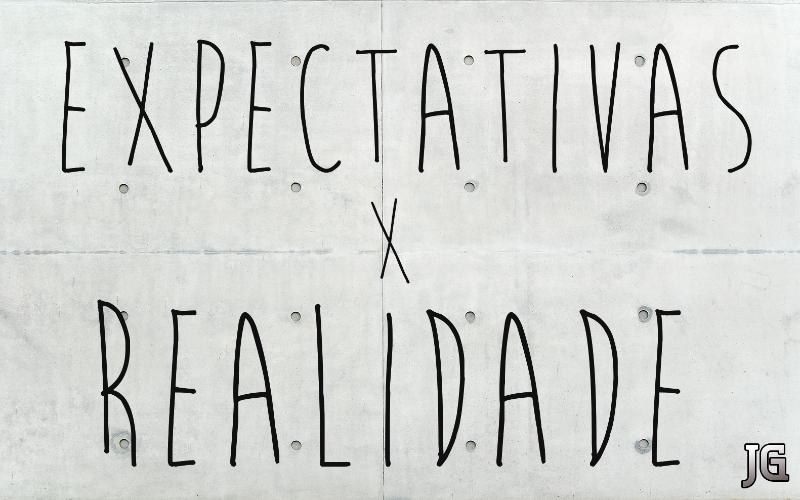 """Na capa: Fundo branco como folha de fichário e texto na frente """"Expectativa vs. Realidade"""""""