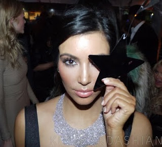 Top Illuminati Hot Celebrities Exposed kim_kardashian_making_illuminati_sign