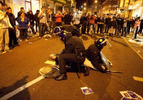 foto-kerusuhan-london-inggris-2011-04