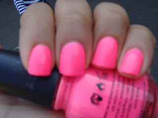 nail loopy CHINA GLAZE SHOCKING PINK NEON AND CRACKLE #1: DSC % ) JPG