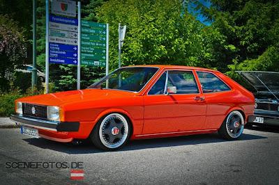 Mobil VW Scirocco MK1 Merah