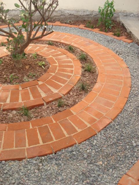 Reverdir jardineria y paisajismo solado de ladrillos for Pisos para patios exteriores baratos