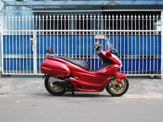 Honda PCX Full Modifikasi terlihat dari kejauhan, Sungguh MENAWAN  title=