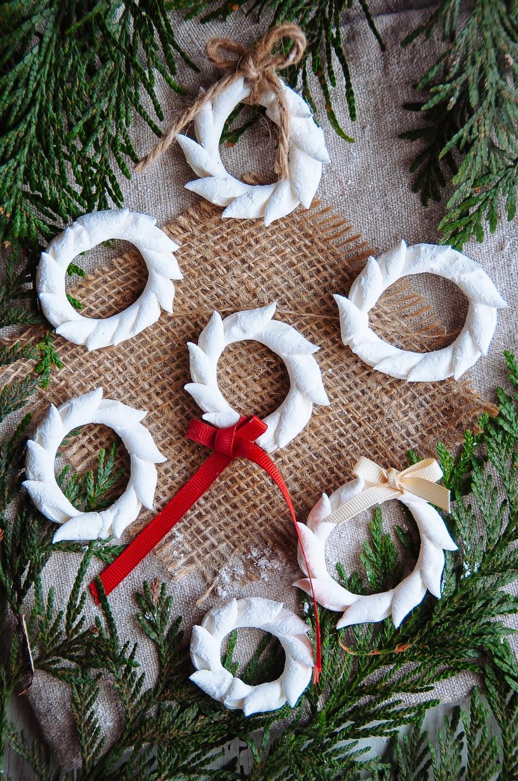 Marshmallow Wreaths | Hint of Vanilla