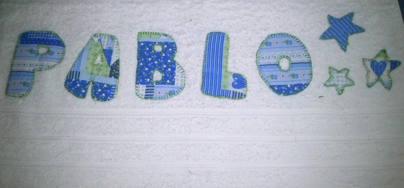 Creaciones de ade aplicaciones en toallas for Colgadores para toallas