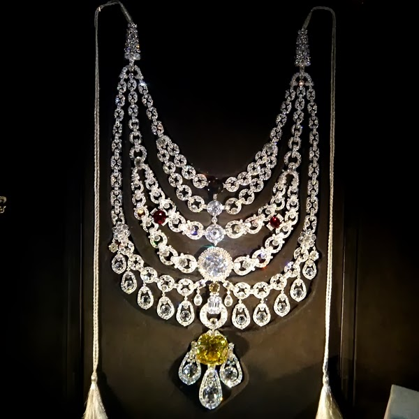 Cartier diamond maharaja necklaceat the Grand Palais exhibition in Paris