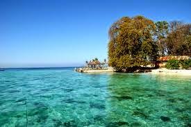 Pemandangan di Pulau Kayangan