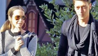 Cantik Dan Seksinya Kekasih Mesut Ozil