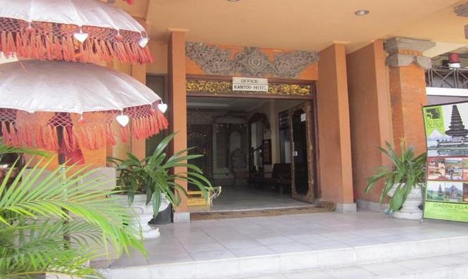 Jarak Grand Chandra Hotel Dengan Bandara Ngurah Rai Sekitar 109 Km Dan Memiliki Banyak Fasilitas Seperti Tur Coffee Shop Salon Perpustakaan