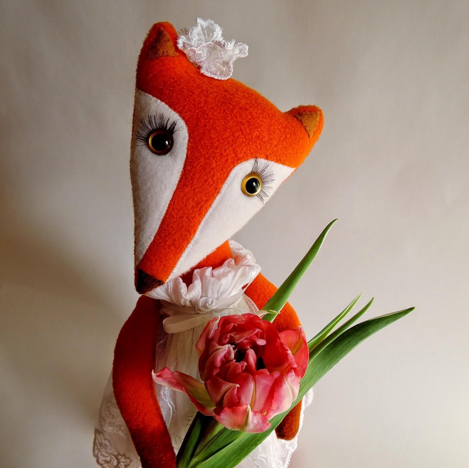 лиса с тюльпаном