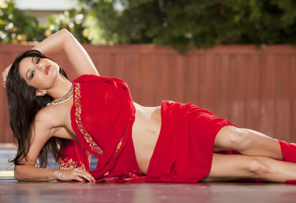 Sunny Leone In Hot Red Saree Images