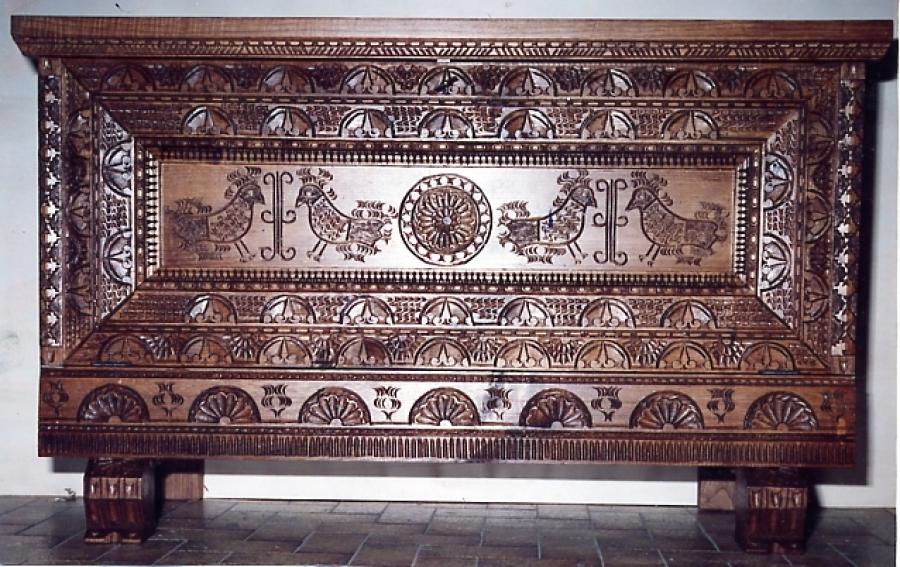 Tradizioni della sardegna storie cultura colori e luoghi for Cassapanche legno