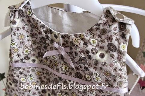 La robe chasuble fleurie (détails) / bobinesdefils.blogspot.fr