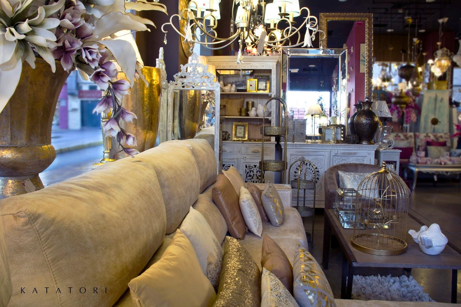 Katatori interiores espacio en tonos claros y toques for Muebles poligono el manchon