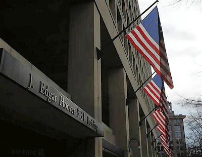 (Foto Reuters) El FBI ve a la redes sociales como un terreno potencialmente fértil para los fraudes en seguridad y tiene personal examinando Twitter y Facebook, según dos destacados agentes que dirigen una investigación sobre el uso de información confidencial en los mercados dentro de la industria de los fondos de cobertura, valuada en 2 billones de dólares, reseña Reuters. April Brooks, agente especial a cargo de la oficina de Nueva York del FBI, y David Chaves, un agente de supervisión, dijeron que es difícil predecir cuál será la próxima oleada de fraudes de seguridad, pero aseguran que habrá mucho