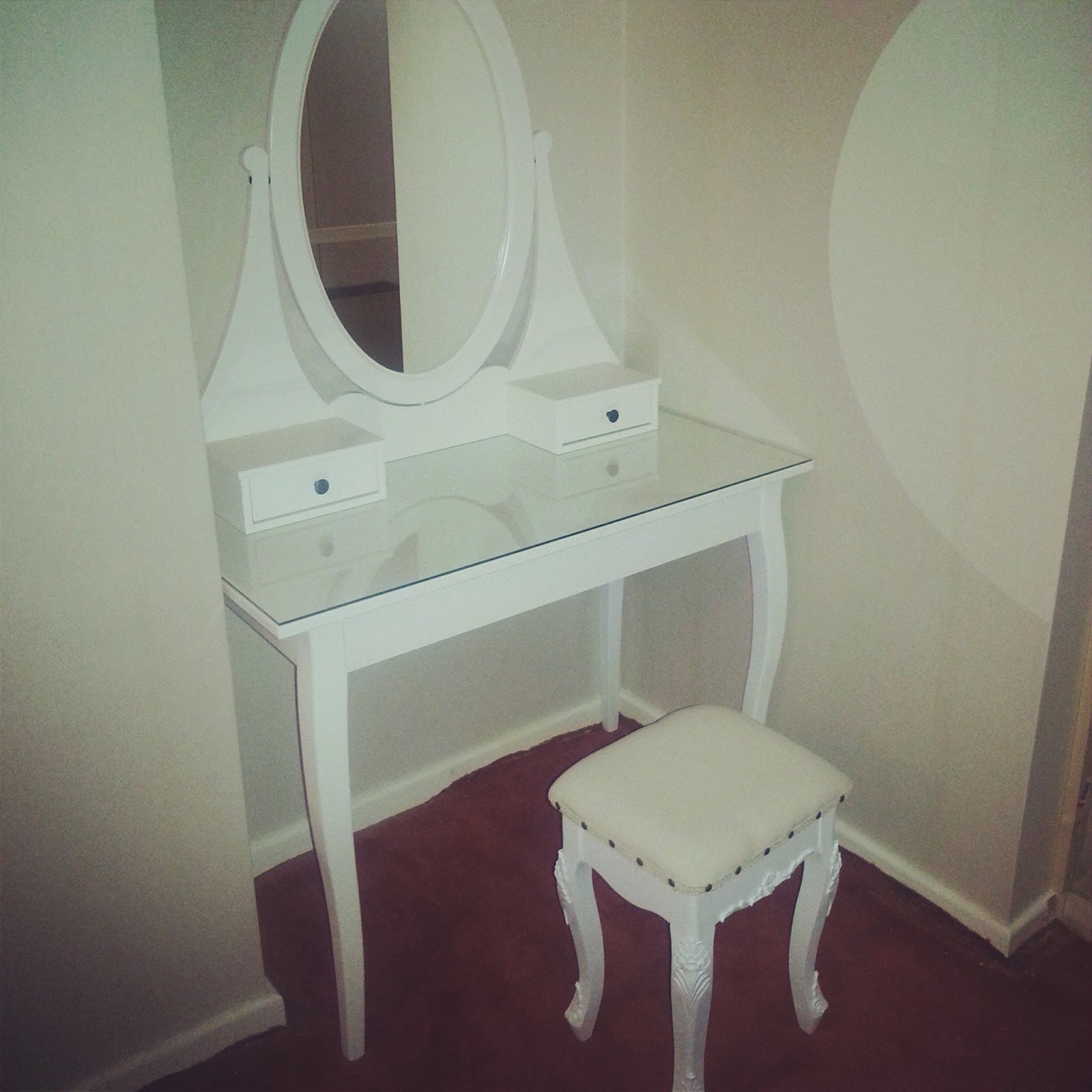 Dressing your dressing table tales of annie bean for Ikea hemnes vanity table