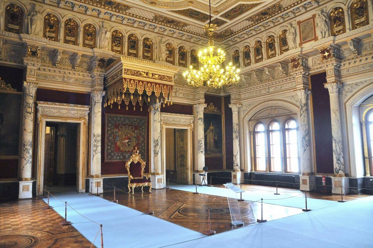 sala tronowa w zamku książąt meklemburskich w Schwerin