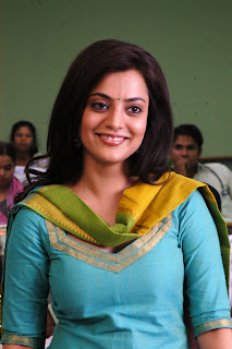 Nisha-Agarwal-Solo-Movie-Stills-CF-010.jpg