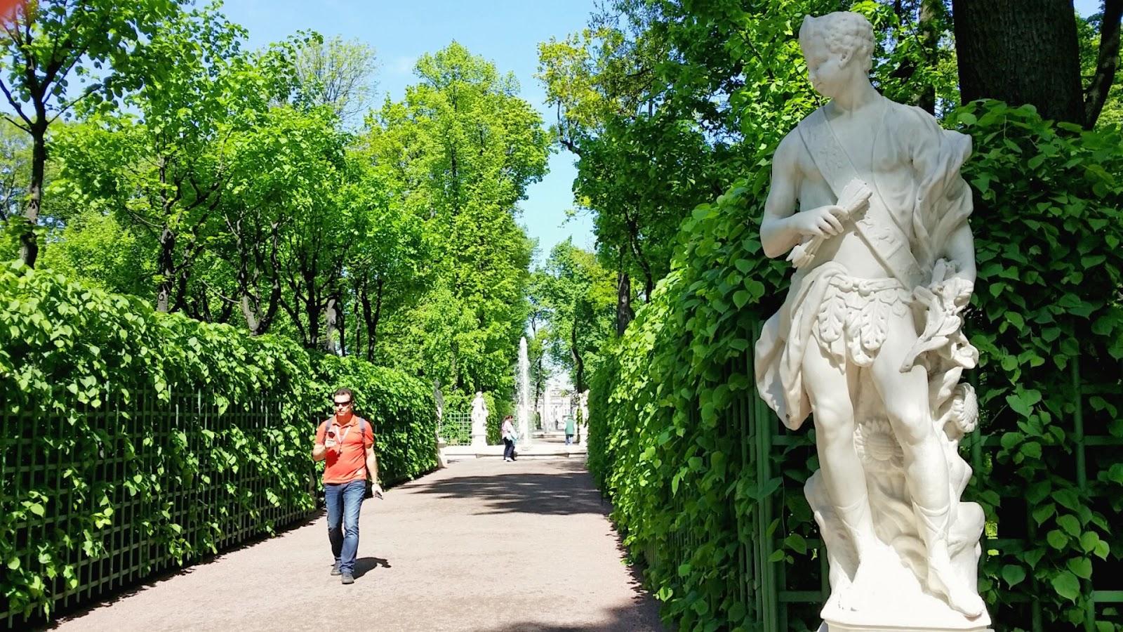 Marca rusia el jard n de verano de san petersburgo for Estatuas jardin