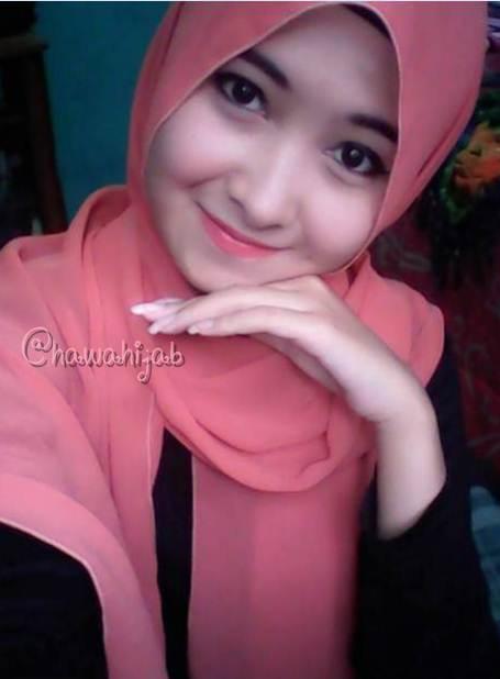 Foto Wanita Cantik Dengan Balutan Jilbab Dan Pakaian Syari Portal
