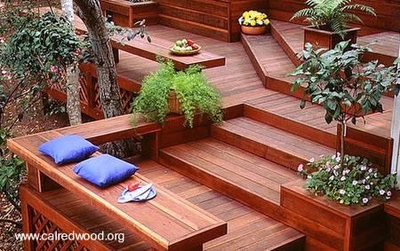 Arquitectura de casas madera en el exterior de la casa for Gradas de madera para exteriores