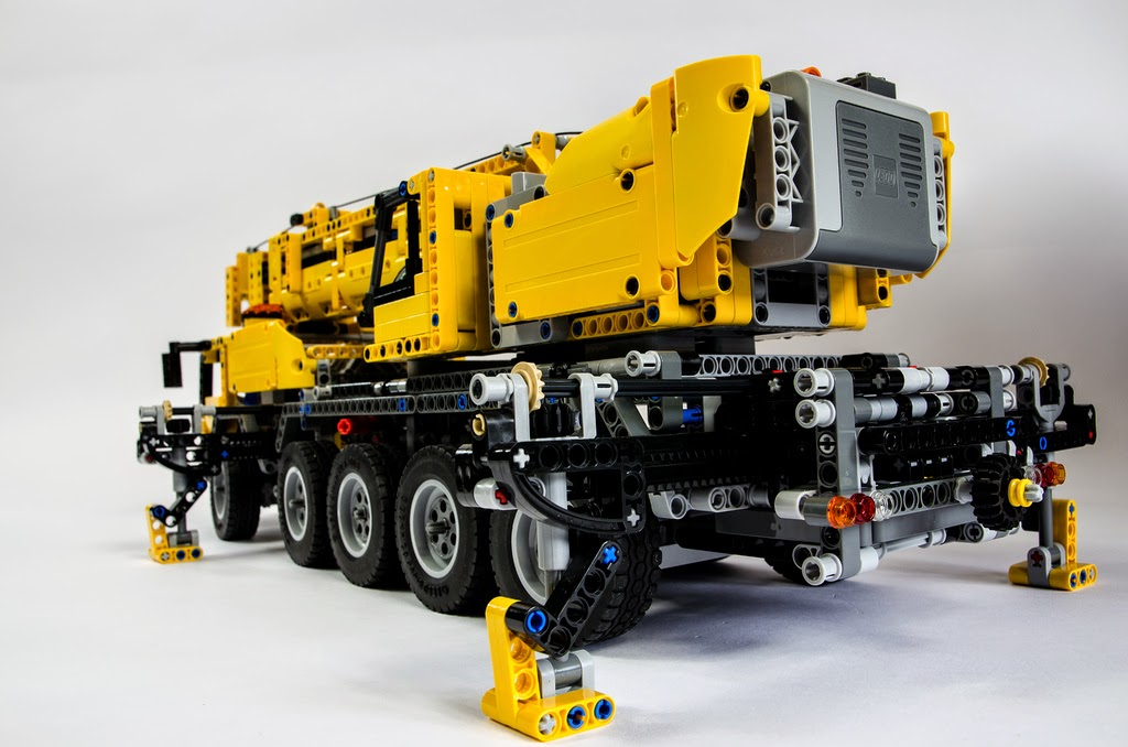 lego technic hub the amazing 42009 mkii mobile crane. Black Bedroom Furniture Sets. Home Design Ideas