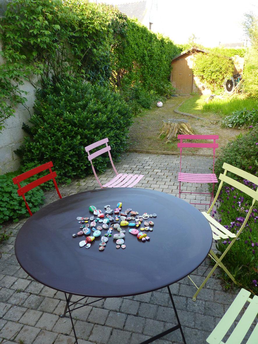 lili scratchy dans mon jardin. Black Bedroom Furniture Sets. Home Design Ideas