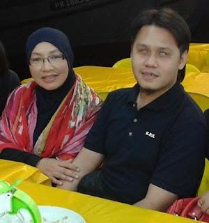 Gambar Kenangan Deejay Raz Bersama Cikgu Siti Hajar AF