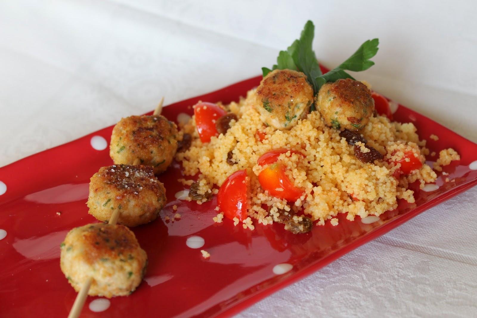 polpettine di pollo alla paprika su couscous agrodolce.