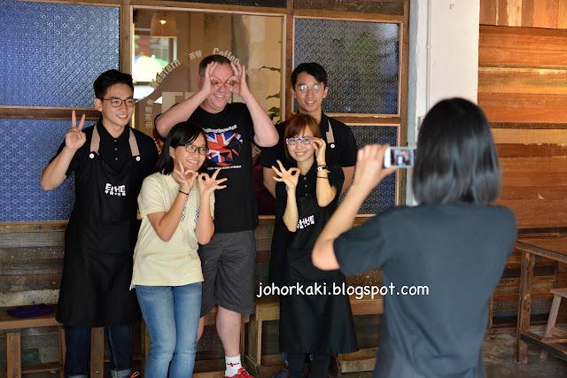 EHHE-Art-Cafe-Johor-Bahru-Tan-Hiok-Nee-中間旁邊陈旭年文化街