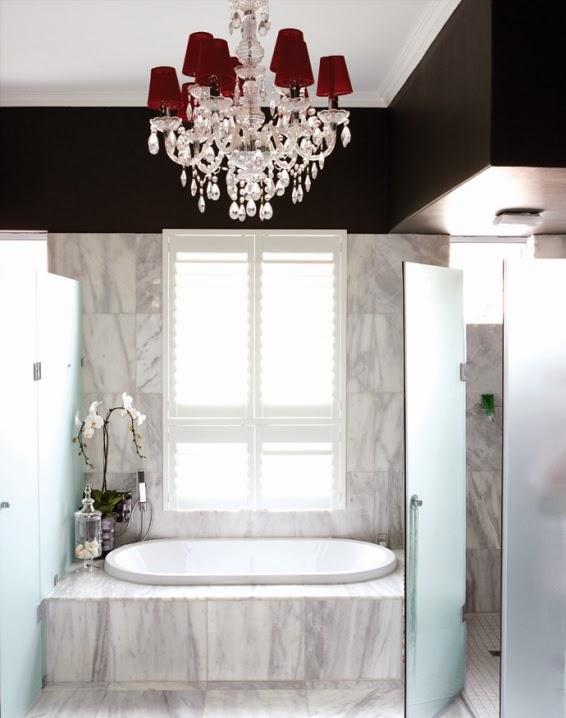 baño de mármol gris