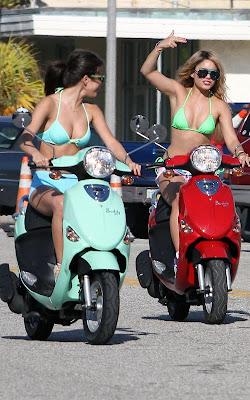 Vanessa-Hudgens-Selena-Gomez-Spring Breakers-Bikini-bods