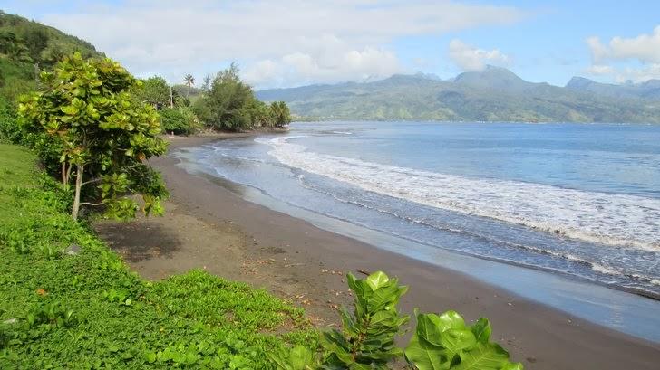 Plage de la Presqu'ile entre Taravao et Tautira