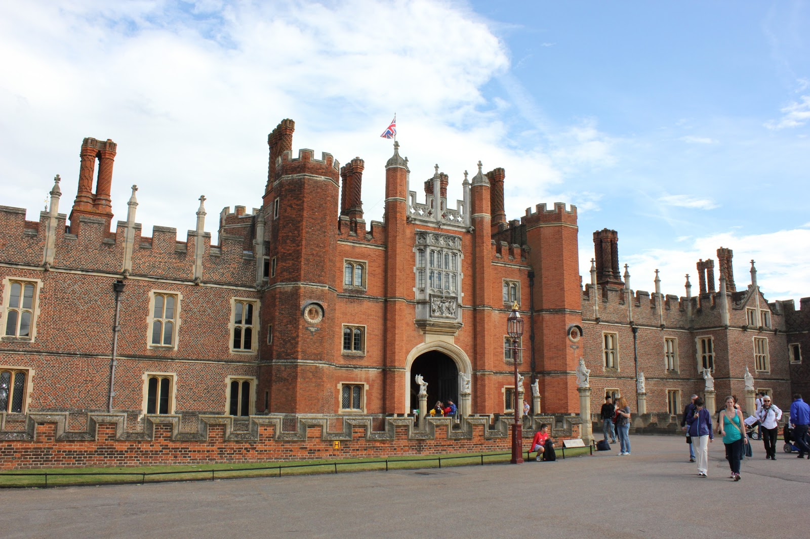 Phoebettmh Travel England Visiting Hampton Court In