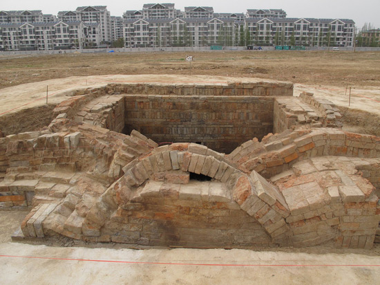 Famous emperor's tomb found in E. China