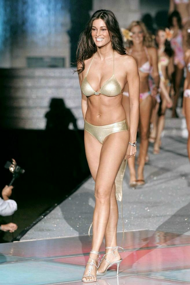 Manuela arcuri bikini good