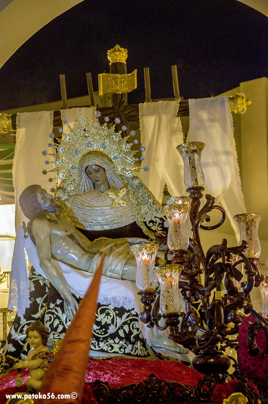 Ntra. Sra. de los Dolores con su hijo en yacente Semana Santa Roteña