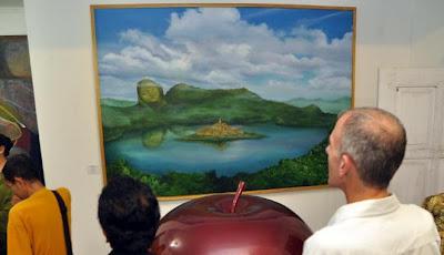 Lukisan menggambarkan Candi Borobudur di tengah danau (Antara/ Anis Efizudin)
