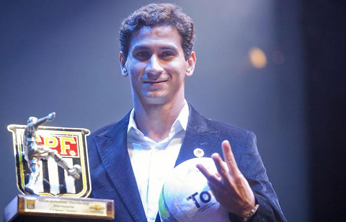 Jogador foi eleito o melhor meia do campeonato paulista de 2012 (Divulgação/FPF)