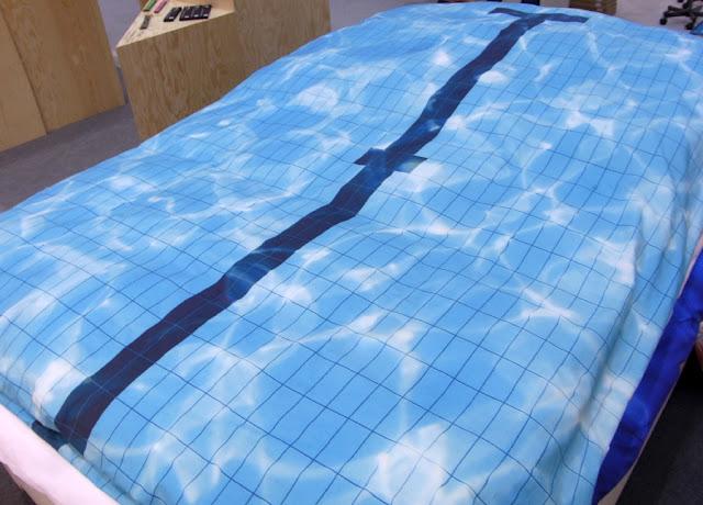 Bettwäsche mit Schwimmbadmotiv in blau Wasser