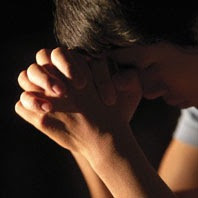 La oración nos lleva en sí misma, a una actitud de humildad al reconocer nuestra necesidad delante de Dios; y a adoptar el modelo de Jesús, quien también necesitó de la oración mientras estuvo entre nosotros.