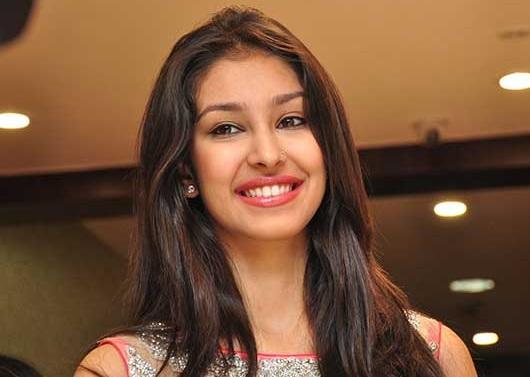 Navneet Kaur Dhillon's Cute & Killer Smile Pic